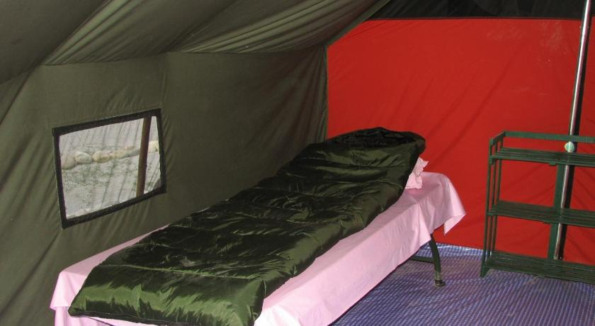Twin Room with Shared Toilet Camp GNH!!!