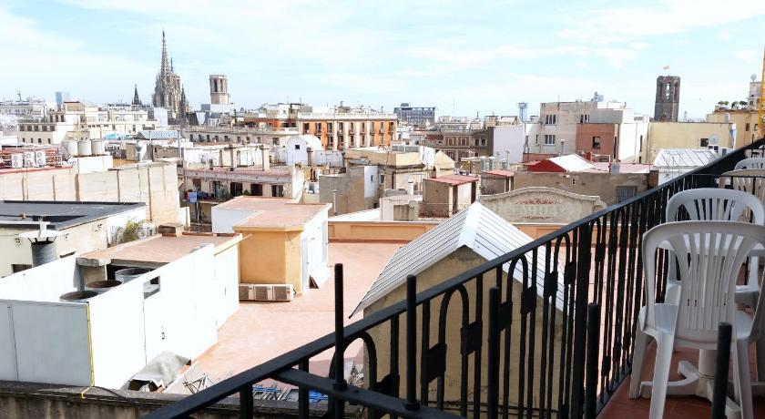 Single Room with Shared Bathroom - View Hostal Capitol Ramblas