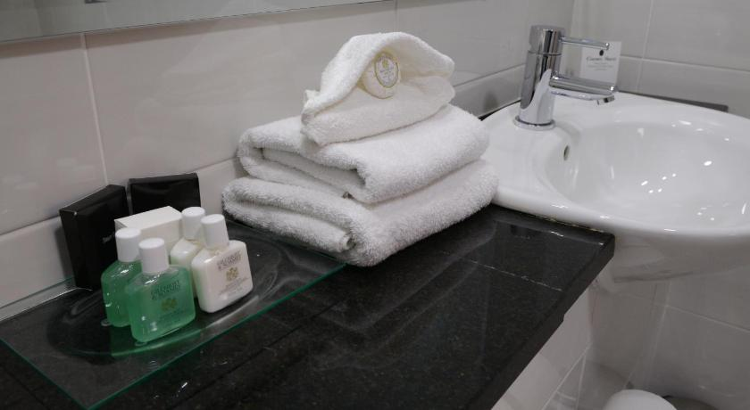 Habitació Familiar (2 Adults + 2 Infants) - Bany Clanree Hotel & Leisure Centre
