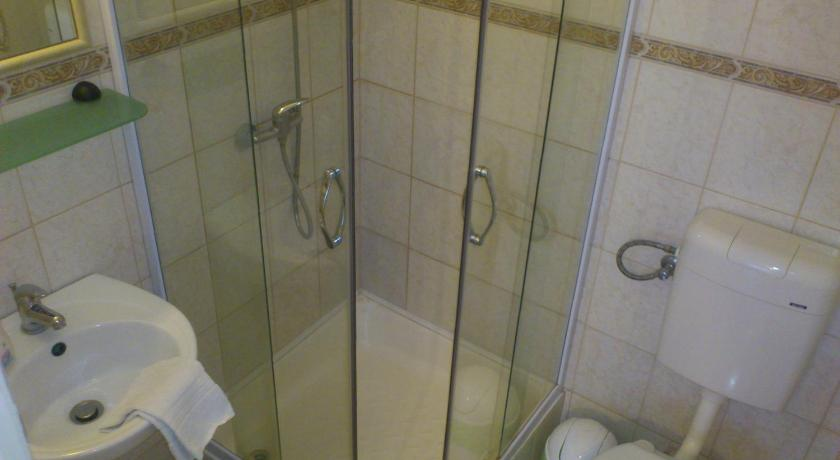 Studio (2 Adults) - Bathroom Roxanna Apartman