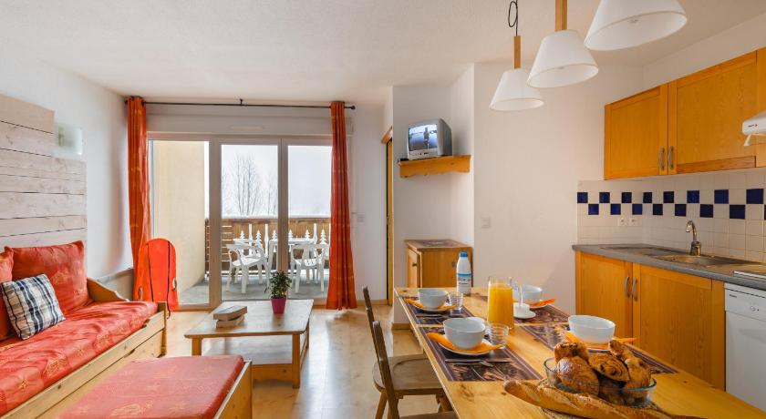Two-Bedroom Apartment (7 Adults) - Separate living room Lagrange Vacances Les Pics d'Aran
