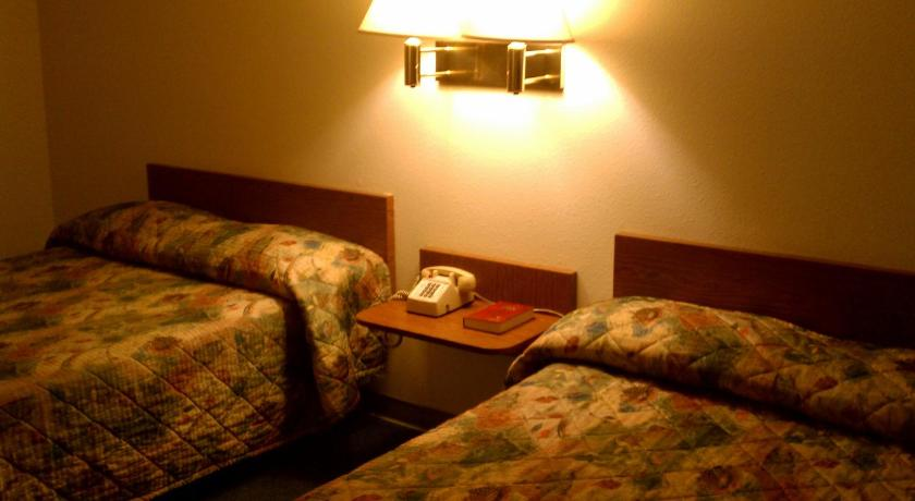 Room with Two Double Beds Travelers Inn Bullhead City