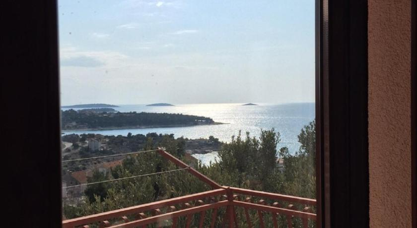 Apartment with Sea View Apartment Primosten Dolac