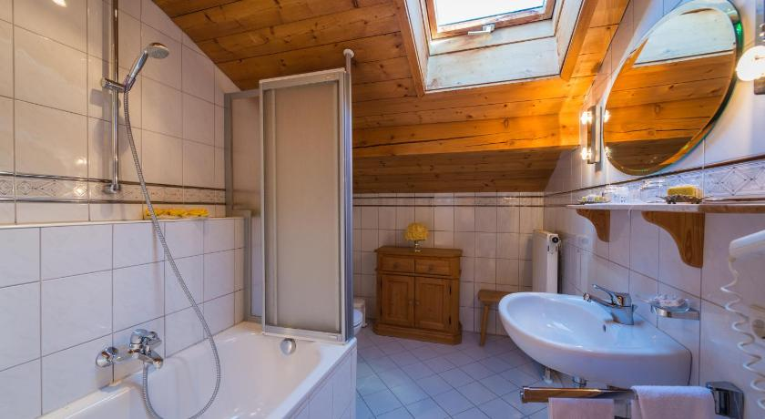 Bathroom Aparthotel Fackler