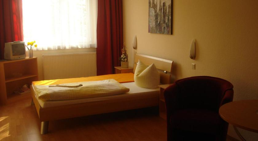 Single Room with Private Bathroom - Guestroom CheckInn Zimmervermietung UG
