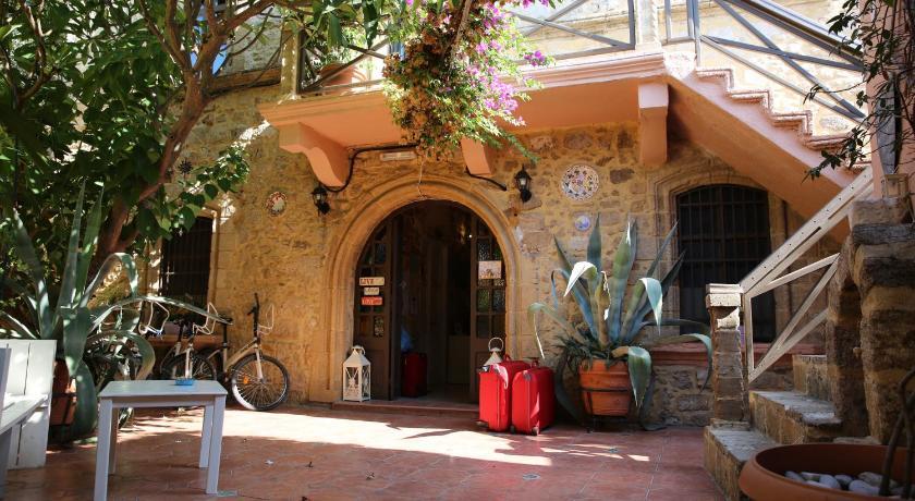 Hotel Attiki Theofiliskou 2 & Harritos, Old Town Rodi