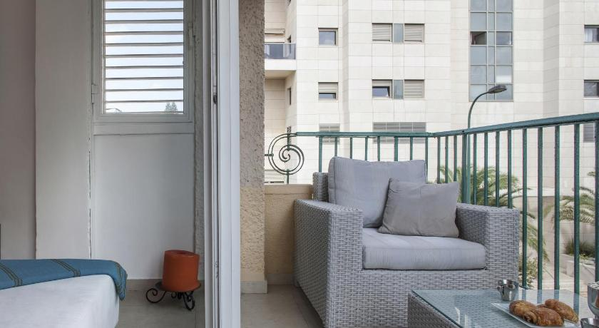 balkon/taras HolyGuest - Nice 2 BR with balcony on Ben Gurion