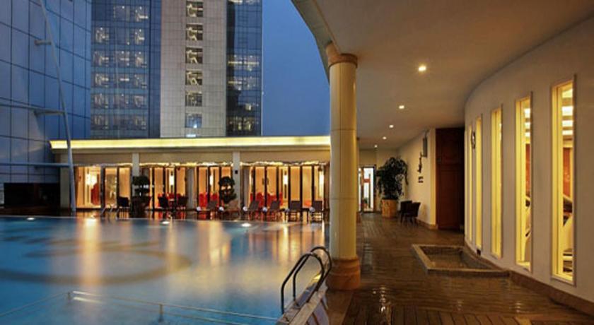 Zhuhai charming holiday hotel weiji road gongbei for Charming hotels