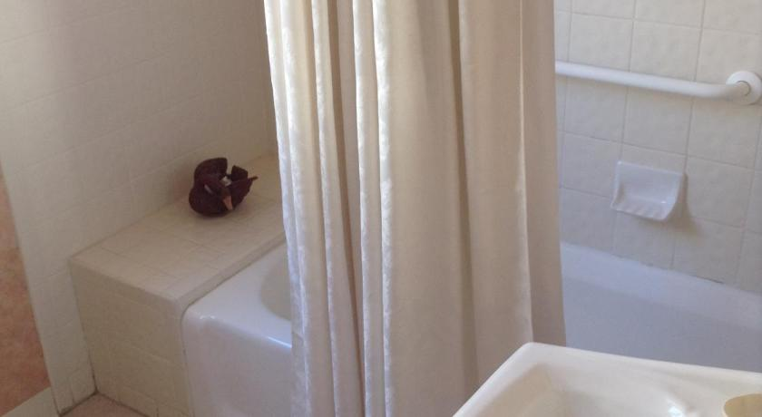 Standard  Room - Bathroom The Queen Anne
