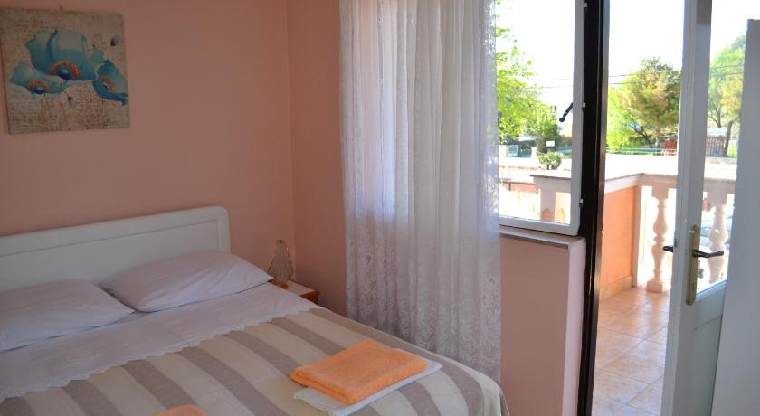 Standard Studio Apartment and Rooms Toka