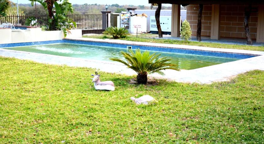 Piscina Senthaga Guest House & Safaris