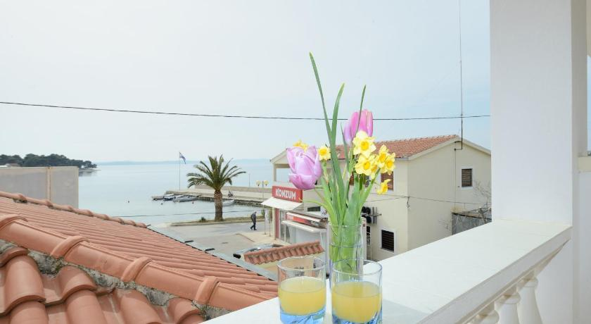 Double Room with Sea View Apartments and Rooms Sara
