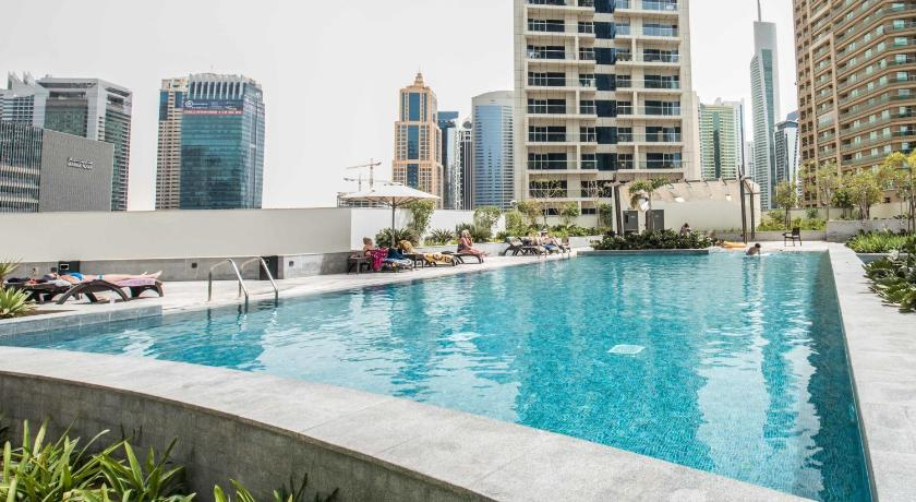 Бассейн  Silverine Dubai Marina Luxury Apartment