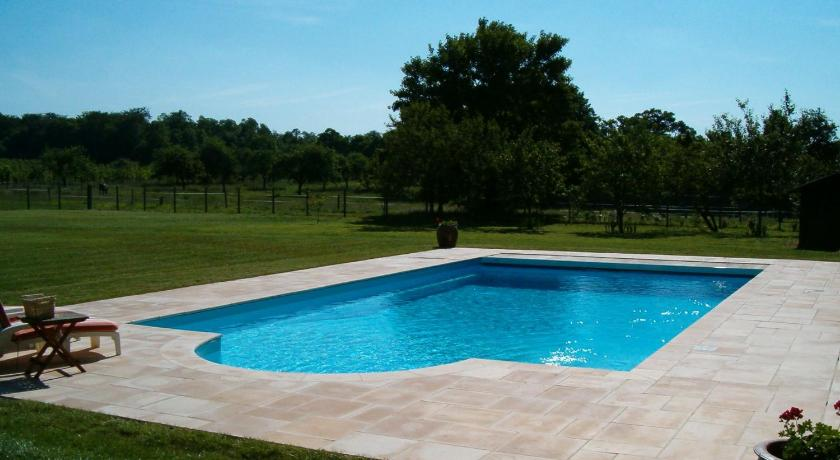 Swimming pool Holiday home La Boulangerie 1