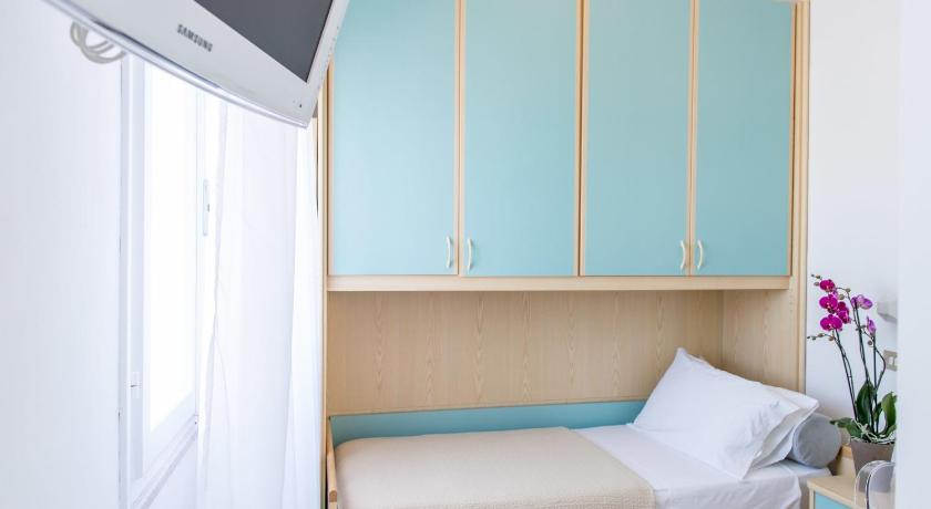 Basic Single Room - Guestroom Hotel Kiss