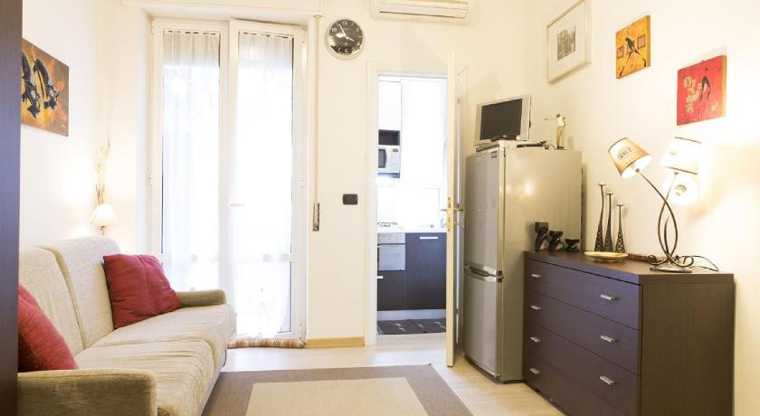 Studio with Balcony Fiera Sempione 37 Apartment