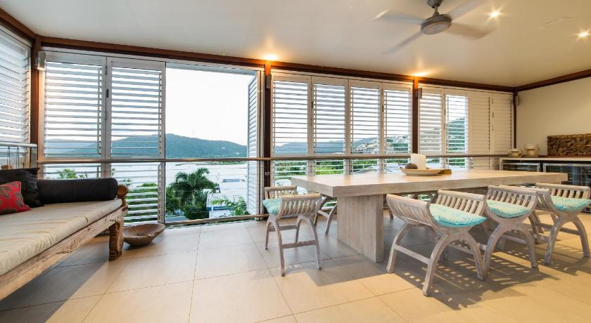 Four-Bedroom House - Guestroom Whitsunday Oasis