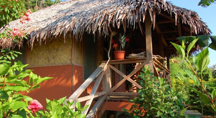 Best Price on Lakatoro Palm Lodge in Malekula Reviews