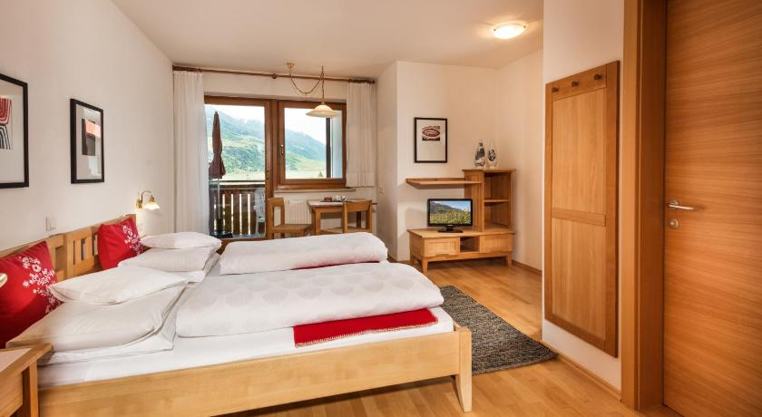 Double Room with Balcony - Guestroom Residence Landhaus Fux