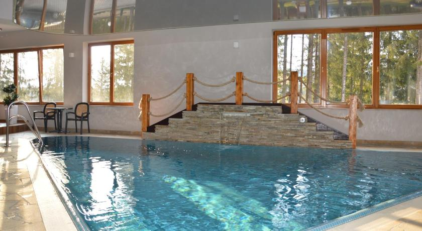 Swimming pool MSC Apartments Relax