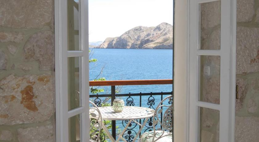 Studio with Balcony and Sea View - View Apartments Authentic Baska 1