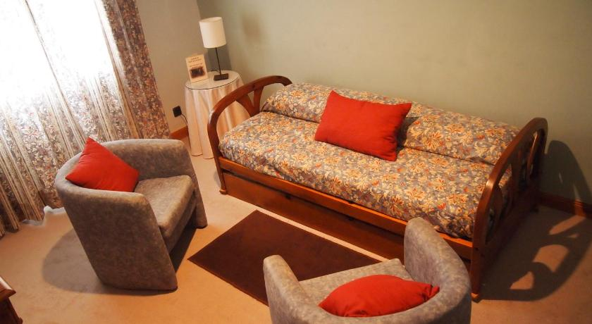 Twin Room with Seating Area (2 Adults + 1 Child) Hotel El Olivar