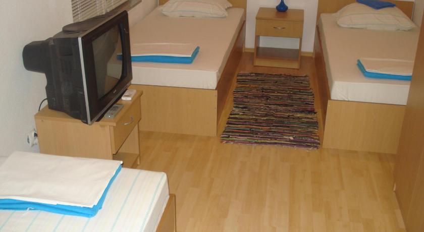 Single Bed in Mixed Dormitory Room - Guestroom Hostel Hercegovina