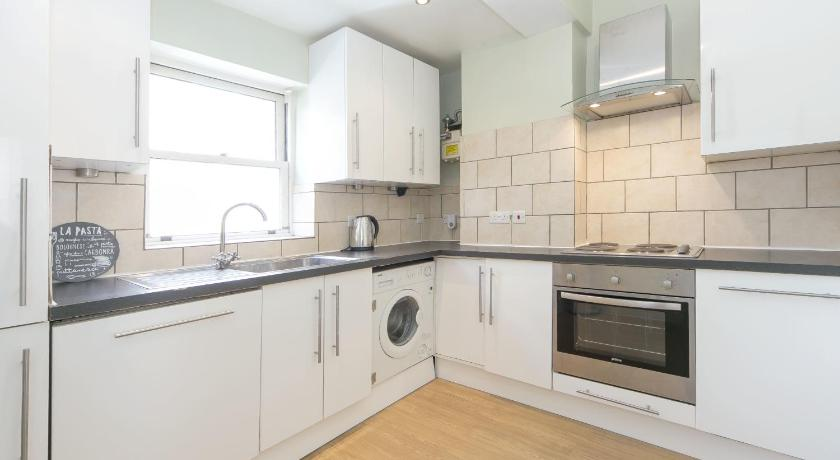 Two-Bedroom Apartment - Flat 3 FG Apartment - West Kensington, Charleville Road