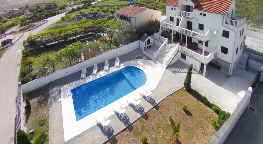 Big pool villa near Trogir and Split