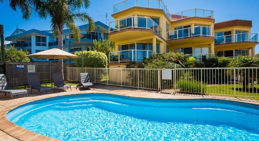 Swimming pool Baywatch Luxury Apartments Merimbula