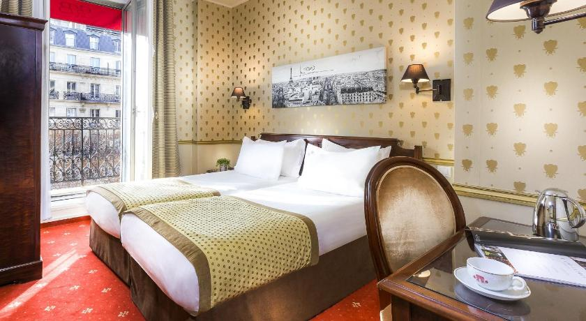 Standard Twin Room with Arc de Triomphe View - Bed Belfast