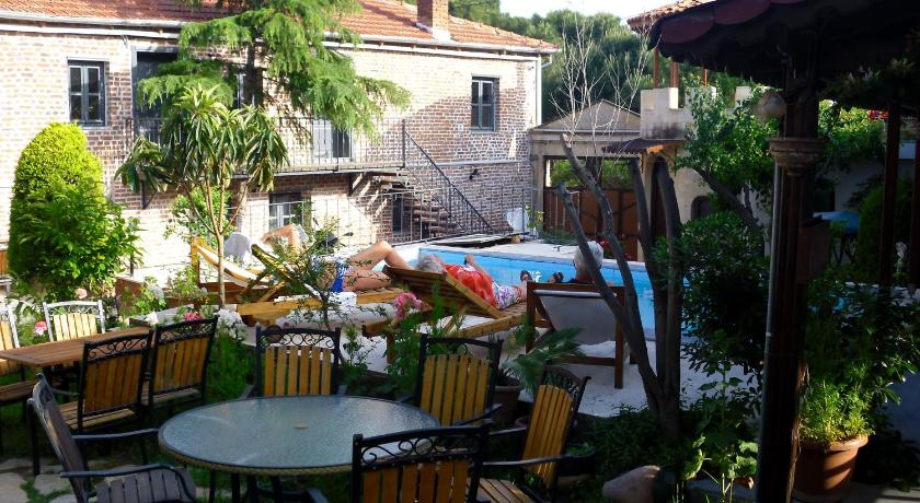 Swimming pool Akropolis Guest House