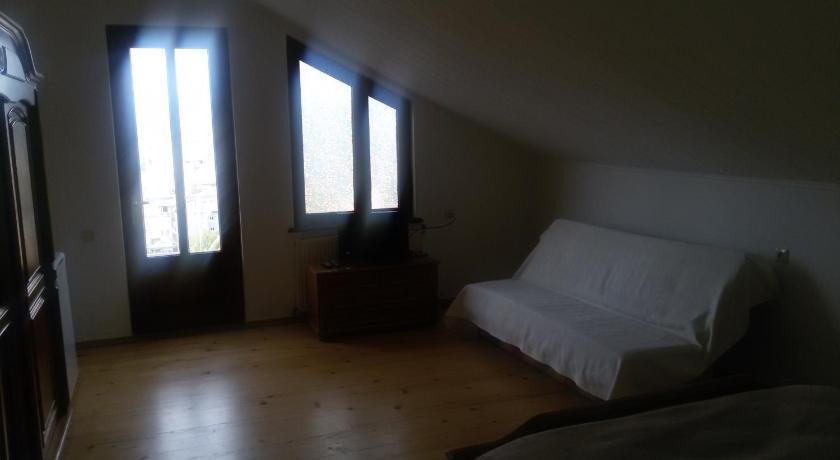 Budget Single Room Vera House Hotel