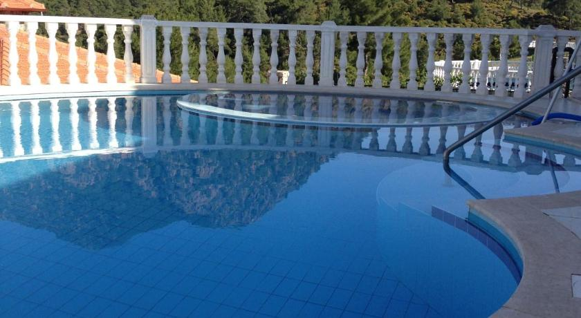 Swimmingpool Villa Olive