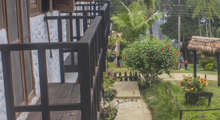Waira selva hotel leticia for El jardin prohibido restaurante