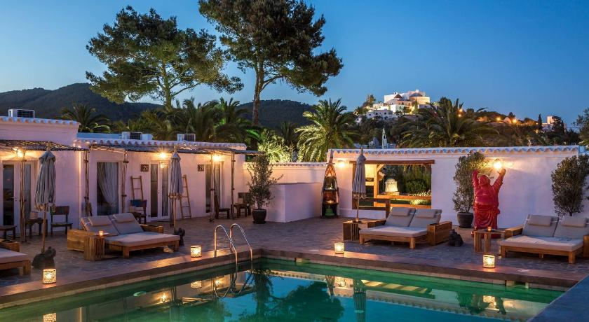 boutique hotels in santa eularia des riu  15