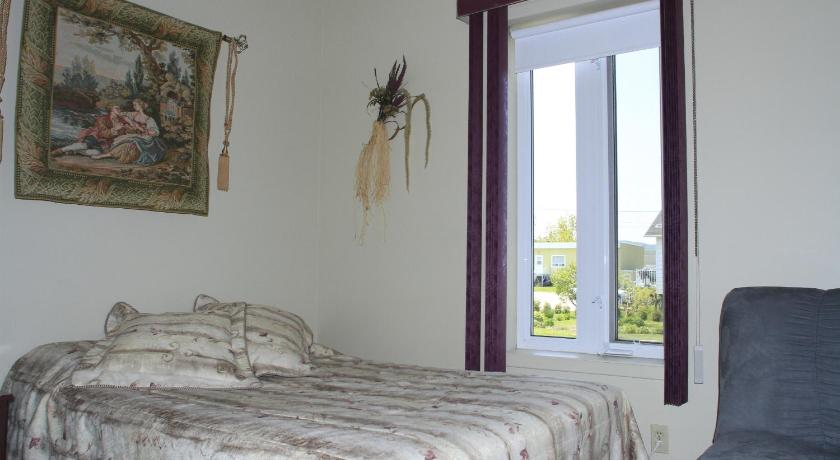 Double Room with Shared Bathroom - Bed Gite La Ptite Falaise Bed and Breakfast