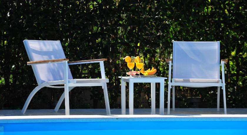 Apartment with Swimming Pool - Garden Apartment Villa ViGo