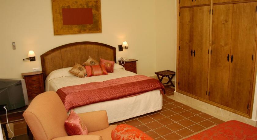 hoteles con encanto en cádiz  324