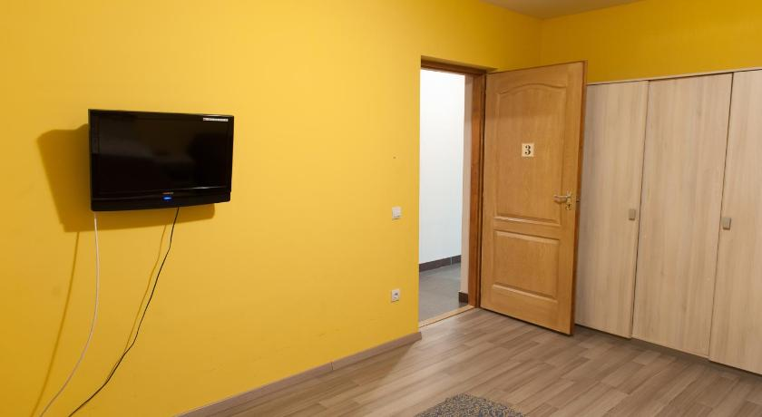 Two-Bedroom Apartment with Shared Living Room - Habitació Farkasverem Vendégház