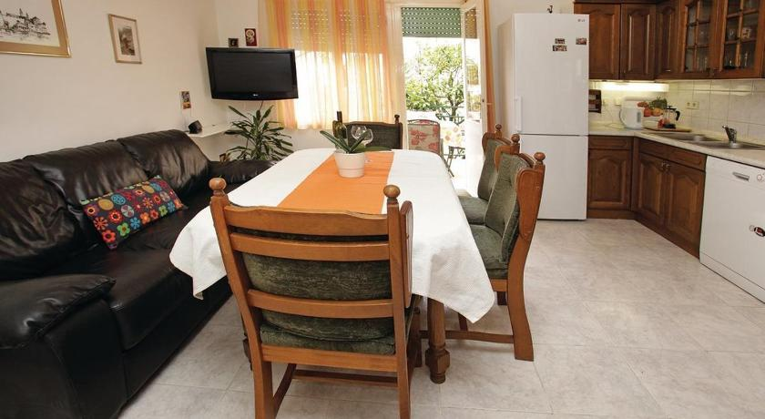شاهد صورنا الـ24 Three-Bedroom Apartment in Trogir