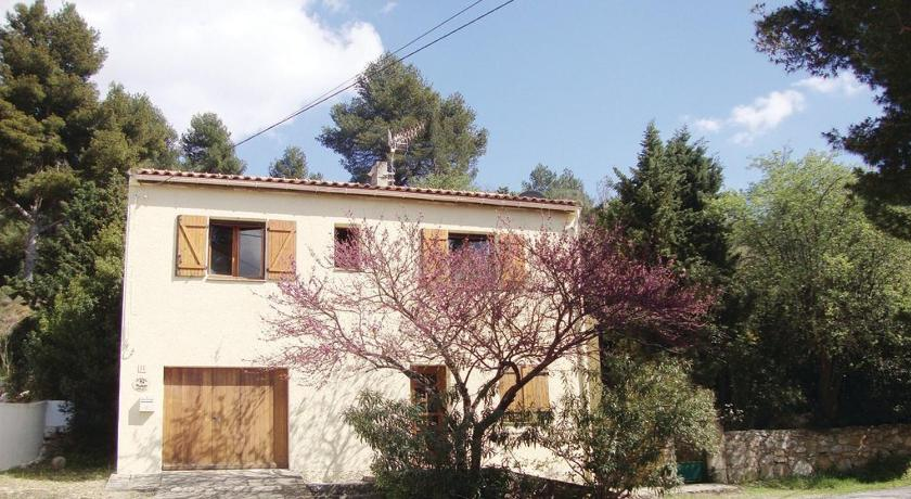 Three-Bedroom Holiday home in Bize Minervois