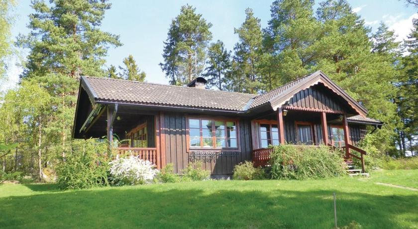 Three-Bedroom Holiday home with a Fireplace in Strängnäs