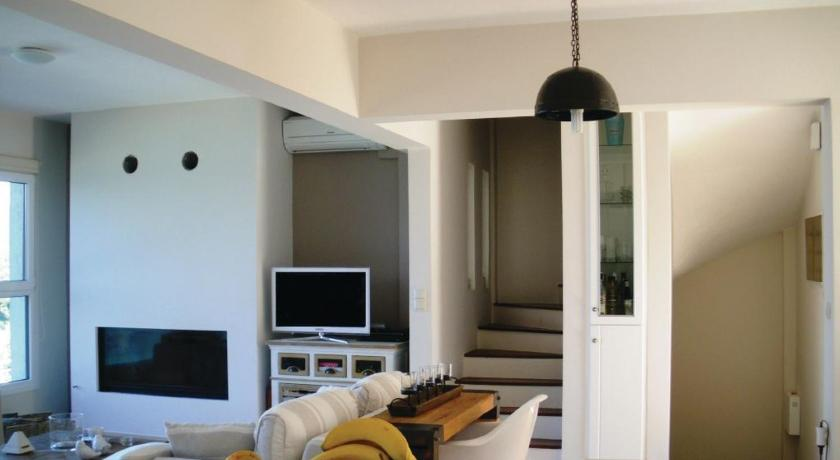 Four-Bedroom Holiday home with Sea View in Almiros Volos