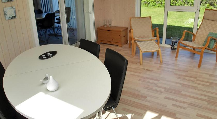 Alle 24 ansehen Two-Bedroom Holiday Home Sælvej 03
