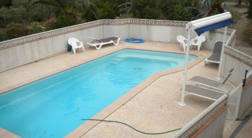 Swimming pool Le Fenouillet Chambres D'hotes