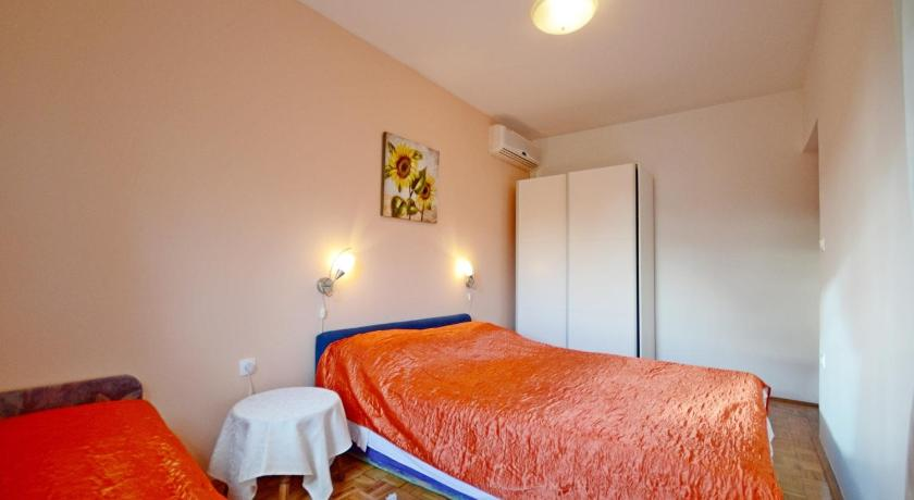 One-Bedroom Apartment Apartments Milenko