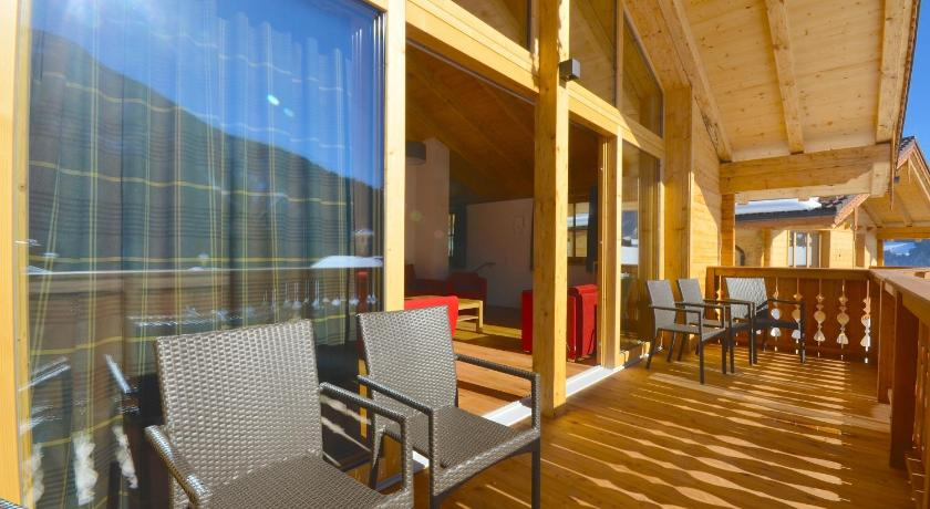 Balcony/terrace Chalet 5 Vogelbeere by Alpen Apartments