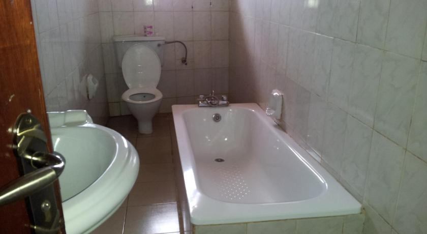 Budget-Doppelzimmer - Badezimmer International Youth Hostels Uganda- Kampala