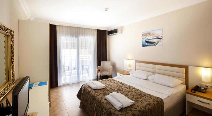 Standard Double or Twin Room with Pool View - Guestroom Risa Hotel All Inclusive